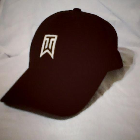 121645a1 Tiger Woods NIKE Flexfit black golf hat cap. M_5b4cfd9de944ba7149f91bf6